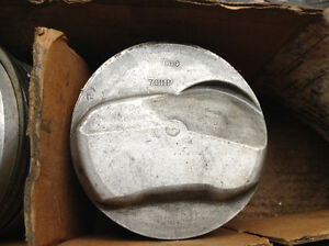Pistons forger 427 0.060 oversize usager 12:5/1 trw 7011p