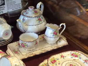 ROYAL ALBERT Bone China PETIT POINT Sandwich Tea Set