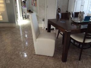 2 belles chaises d'appoint