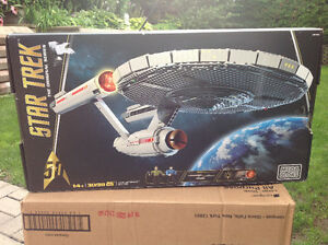 Mega Bloks Star Trek U.S.S. Enterprise NCC-1701 Collector Set