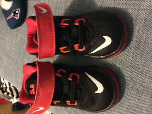 Toddler Nike sneakers- size 5