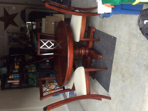 Beautiful CHERRY WOOD DININGROOM TABLE with 4 chairs