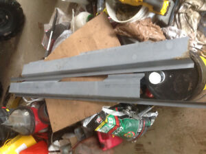 NEW SET OF ROCKER PANNELS FROM KEYSTONE TO FIT 2000 TO 2005 CHEV