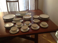 Set of 6 servings Noritake Silvester chinaware with serving bowl