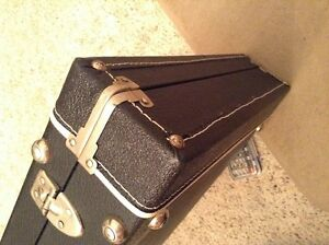 VINTAGE BASS GUITAR CASE IN BRAND NEW CONDITION FOR TRADE