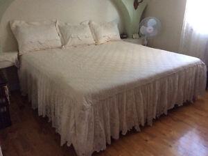 Couvre lit et rideau de dentelle
