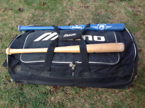"""MIZUNO"" BLACK  BAT BAG w/WHEELS 30"" x 13"" x 13"""