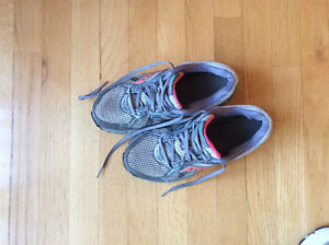 Saucony running sneakers size 9.5