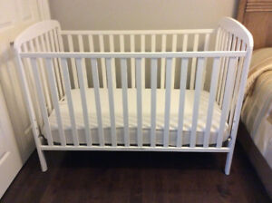 CRIB AND MATTRESS ** NEW LOW PRICE ** OPEN TO OFFERS !!