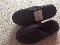 Genuine sheepskin men's slippers