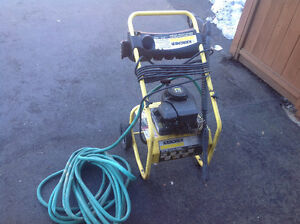 KARCHER   POWER WASHER   1800 PSI