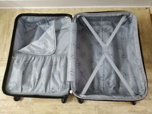 28 inch suitcase,Give each piece of luggage a strip。