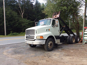 1998 Ford Areomax Heavy Truck with Roll off Deck!