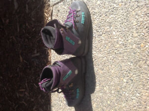 Scarpa Ladies Mountaineering Boots. Size 7 1/2-8.