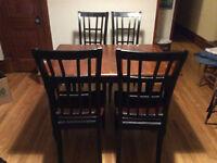 Chaises et table