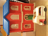 Doll house with Fisher Price Loving Family collection
