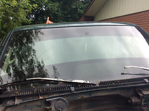 1996 gmc seirra windshield with top and bottom banners