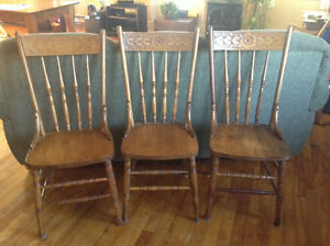 Jolies chaises antiques avec coeurs West Island Greater Montréal image 2