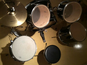 5 piece DRUM SET with two Cymbals.