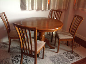 Dining Round table and 4 chairs