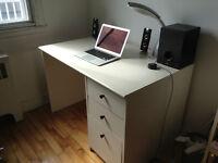 Bureaux et étagère IKEA