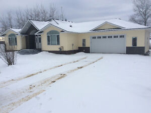 Just Listed! 2740 Lakeview Drive $549,000 MLS#42702