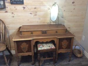 Magnifique coiffeuse antique en bois de rose et érable piqué,