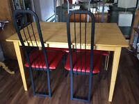 Set de table et chaises à vendre