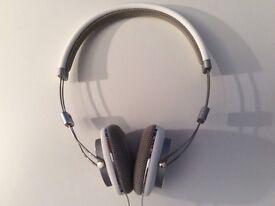 Bowers & Wilkins P3 White Headphones
