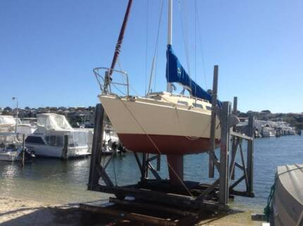 YACHT AND RECENTLY SURVEYED MOORING CLOSE TO BICTON BATHS EAST FR Kardinya Melville Area Preview