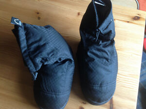 "SIERRA DESIGNS ""DOWN FEATHER"" BOOTIES/ SLIPPERS - Size 5"
