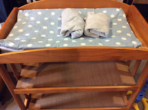 Change table with deluxe change pad and 2 covers - great shape