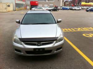 2007 Honda Accord SE Sedan with set of new winter tires and rims