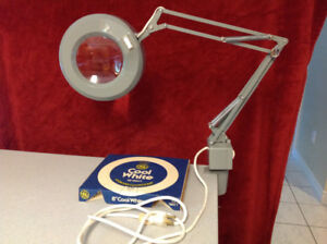 Swing Arm Lighted Magnifier Lens with table clamp