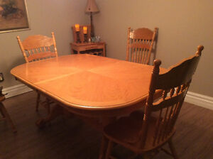 Price Reduced Claw Foot Dining Table Belleville Belleville Area image 7
