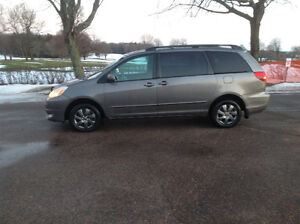 TOYOTA SIENNA AWD, EXCELLENT CONDITION, AWESOME IN SNOW