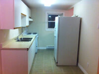 122 DOUGLAS AVE- SPACIOUS 2 BEDROOM UNIT AVAILABLE IMMEDIATELY!