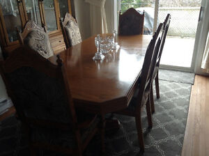 Dinning room table with 5 chairs