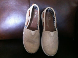 (NEW) Toms Youth BIMINI Slip Ons Natural Burlap Size: Youths 13