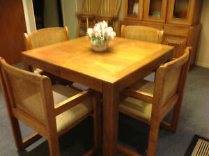 Solid oak table/ 4 matching chairs