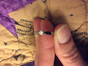 .10 tcw diamond and gold ring
