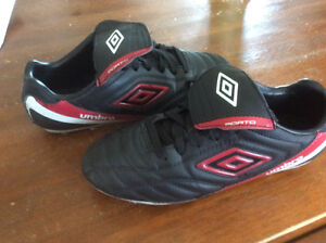 Umbro Youth soccer cleats - size 6