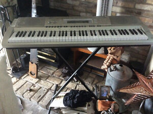 Casio WK-200 Keyboard + Stand