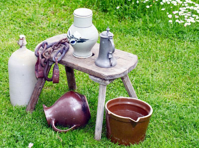 Krug und Karaffe: Tafelgefäße aus Glas und Keramik