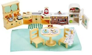 Selling multiple Sylvanian Families / Calico Critters sets.