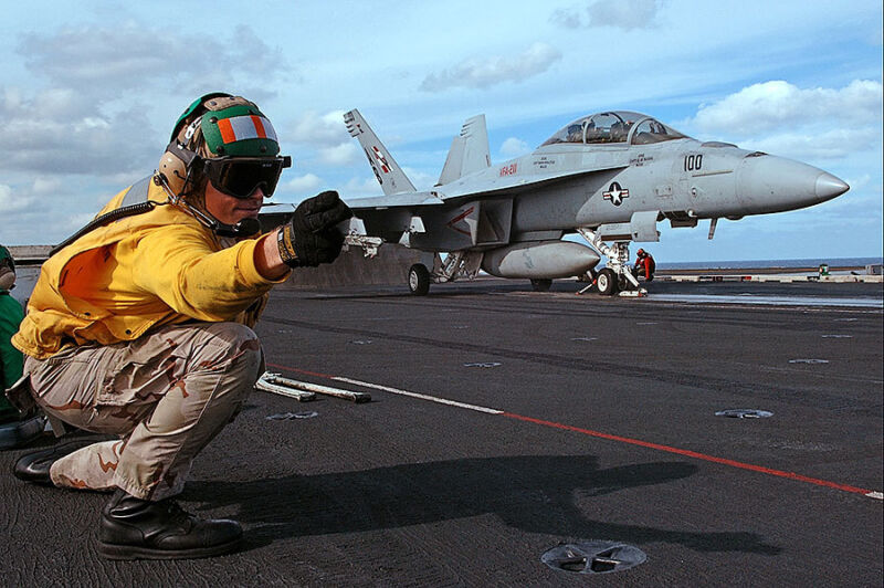 US NAVY LAUNCH SIGNAL TO F/A-18F SUPER HORNET 8x12 SILVER HALIDE PHOTO PRINT