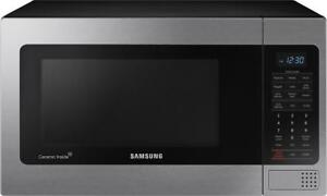 New/Open Box SAMSUNG Microwave with Power Grill 1.1 Cu Ft (MG11H2020CT) You Pay! $125 CAD / Reg. $210 USD
