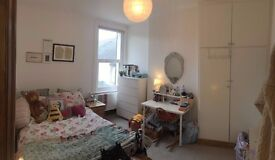 Large Dbl Room in spacious two floor maisonette