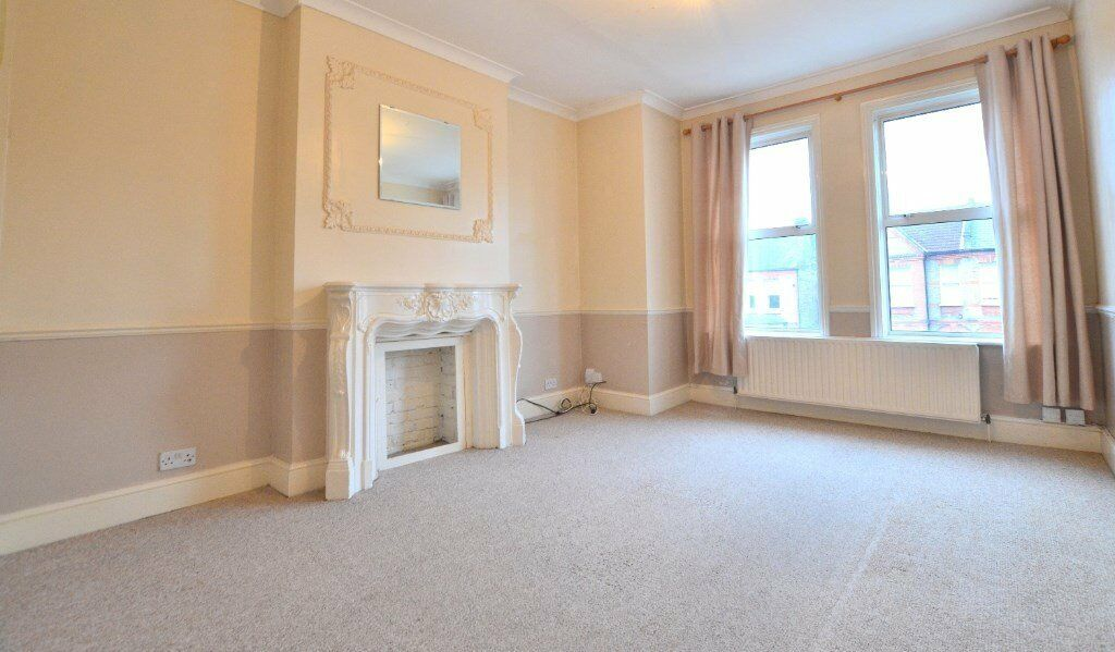 A nice cheap 2 double bedroom flat in the heart of forest hill! need to view this one quickly !