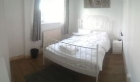 TWIN room *can be double* for couples in Bromley by bow zone 2* take a look*